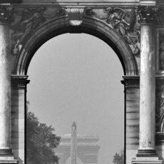 Le Carrousel du Louvre. Vue vers la place de la Concorde et de l'Étoile