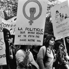 Défilé des femmes pour obtenir le droit à la contraception et à l'avortement