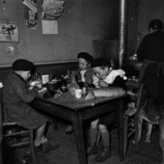 Les enfants qui habitent loin de l'école apportent leur «casse-croute» à l'auberge de Chassey-le-Champ