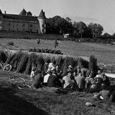 Le «casse-croute» des vendangeurs devant le château de Rully