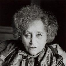 Colette (1873-1954), écrivain français, chez elle