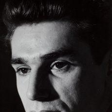 Robert Hossein, acteur, metteur en scène, réalisateur, dialoguiste, et scénariste français