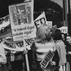 Grève et manifestation de femmes en faveur de l'égalité des salaires avec les hommes