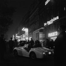Enseignes lumineuses des Champs-Elysées