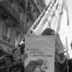 Manifestation devant l'hôpital Lariboisière pour la liberté des femmes concernant l'avortement et la contraception