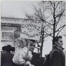 «Donnez-nous un logement», avenue des Champs-Elysées